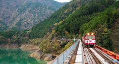 列車のある風景