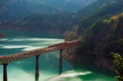 湖上の列車