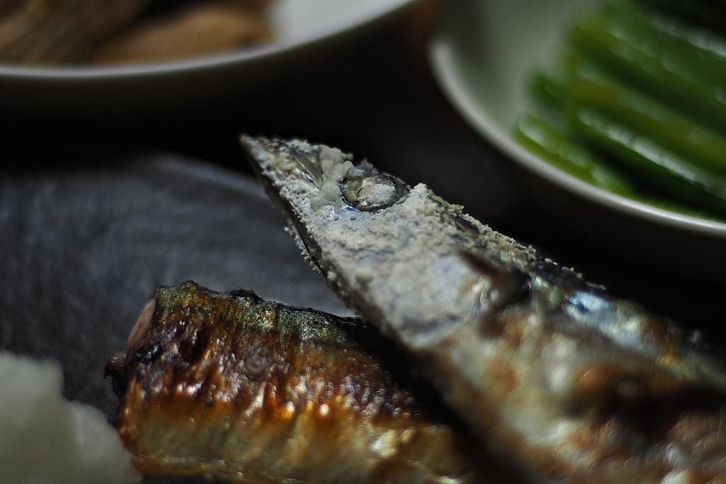 形見のレンズで撮る秋刀魚