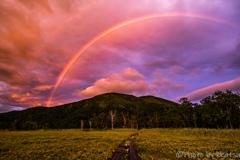 虹かかる至仏山