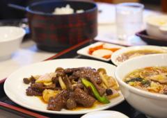 お昼の中華(牛丼とエビ、A定食)