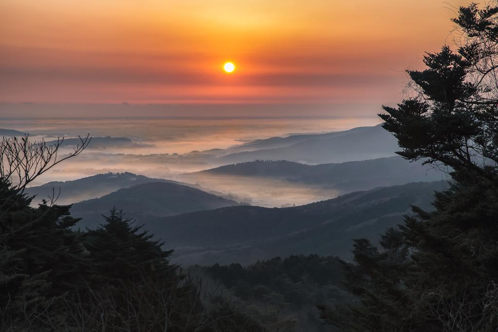 筑波山中腹より朝日を眺めて