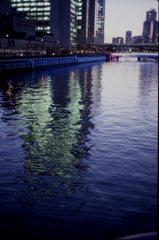 夕刻の川面