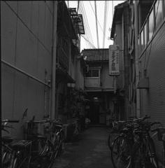 路地奥のアパート