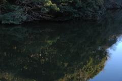 鏡面の鎌倉湖…2