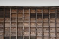 旧家の杉板塀…