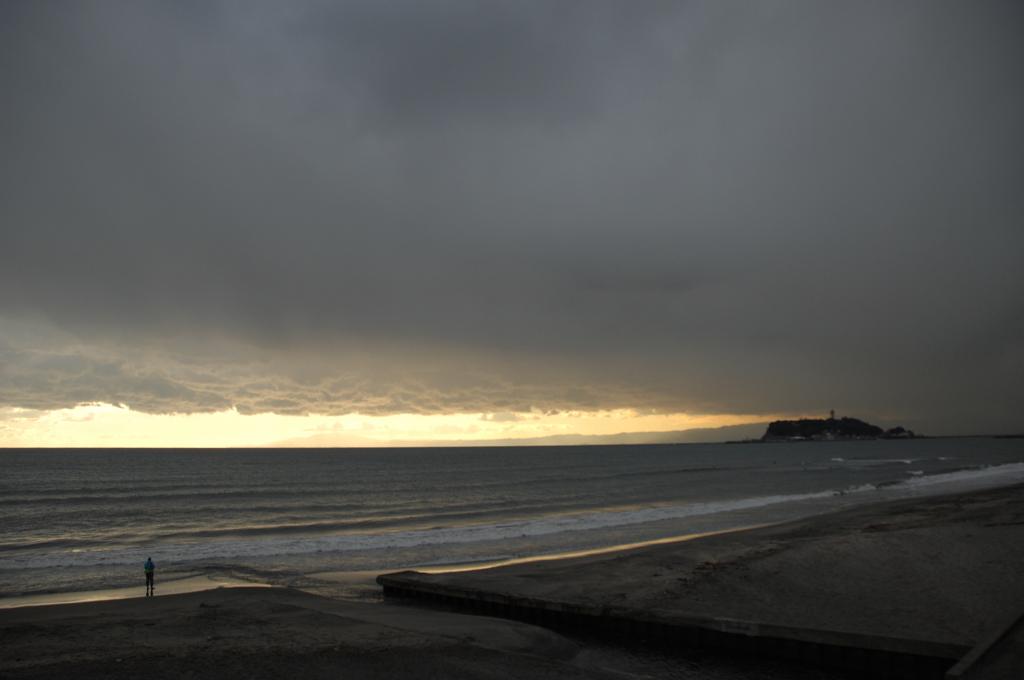 寂寥の海辺…