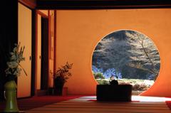 冬晴の円窓…2