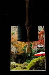 鐘楼越しの秋景…