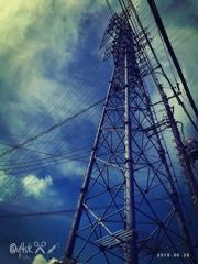鉄塔、下から見るか?横から見るか?〜梅雨の晴れ間暑い空、旅の途中(紫陽花の次②)
