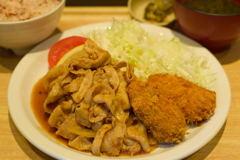 豚生姜焼きと大粒カキフライ定食