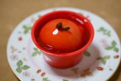 真っ赤な林檎のケーキ
