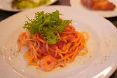 海老とわさび菜のアンチョビトマトソースパスタ