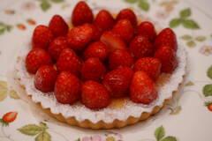 まるごと苺のチーズタルト