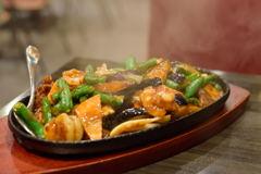 海鮮と牛肉・ナス・いんげんのミソ炒め