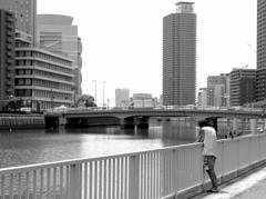 ビルの街で 川の流れのように