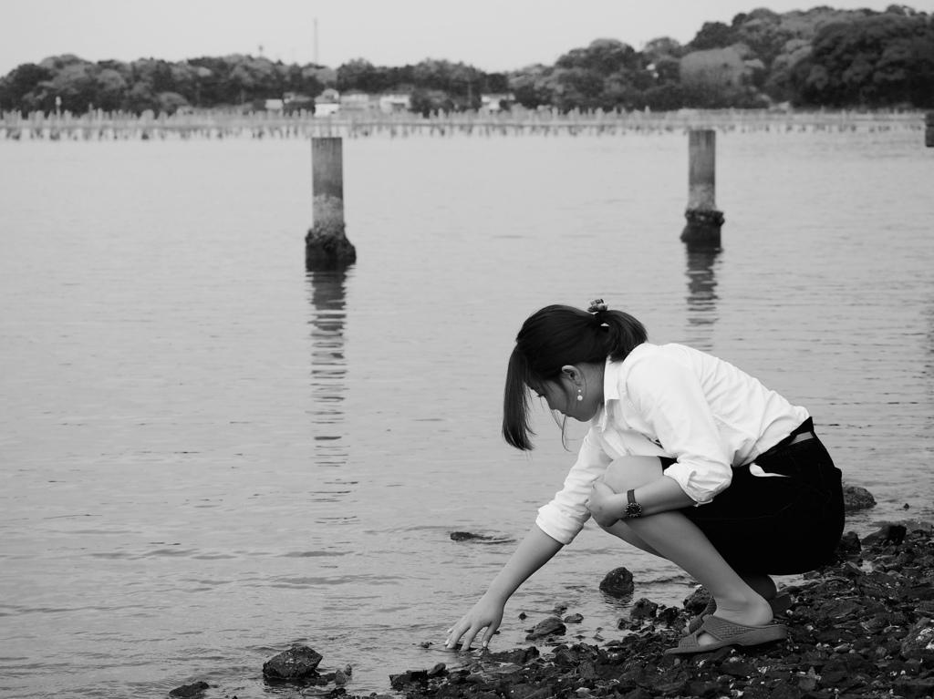 ひとり岸辺で