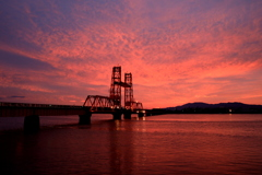 夕焼けの昇開橋
