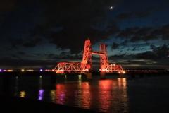 三日月の昇開橋