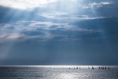 海を照らす光