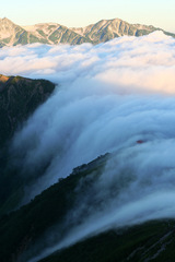 谷にそそぐ雲