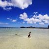 青い空と海と少年