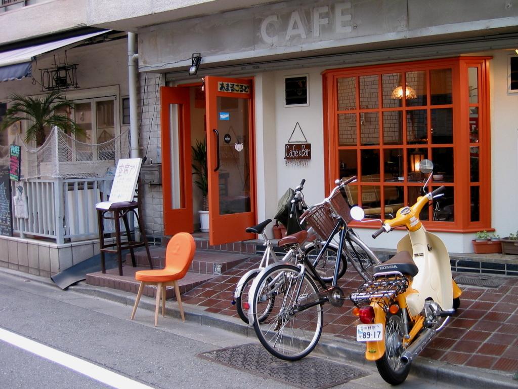 裏道のカフェ