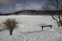 雪氷の湖面