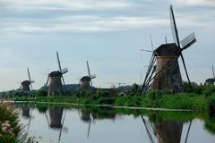 風車村に短い夏の訪れ