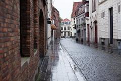 雨の路地裏