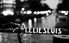 LILIE SLUIS Monochrome