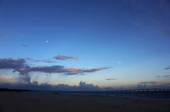 橋と月と、スコール雲と。