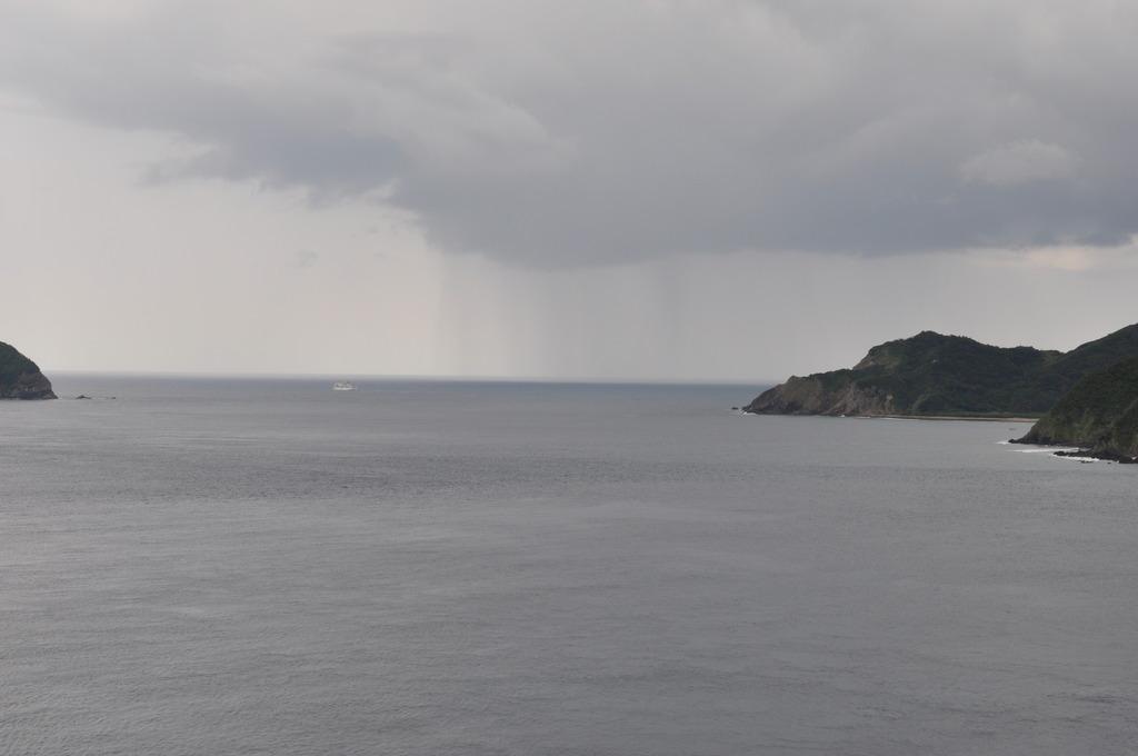 沖合いのみ豪雨。