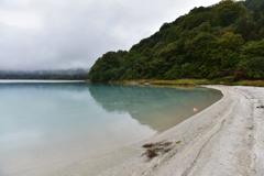 宇曽利湖と風車