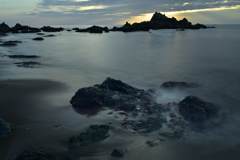 日の出そして波飛沫