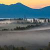 日の出前の朝霧空間。