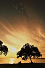 流れる雲の夕景