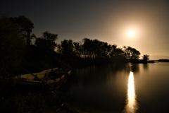 月照の廃船