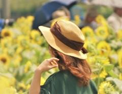 帽子の似合う女性