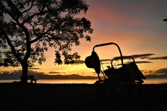 夕焼けの綺麗な日の手押し車