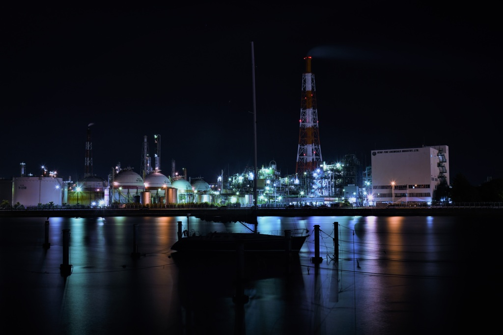 冷めた工場夜景