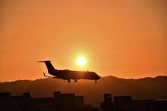 夕陽を背負って着陸