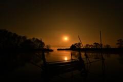 月の入りの漁港