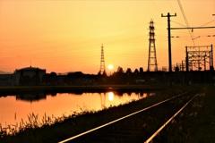 線路越しの夕陽