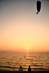 空と湖の夕景(縦)