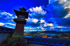 灯籠と冬の空 観音院 (山口県 萩市)