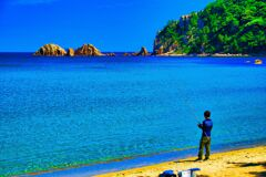 穏やかな海に釣り人 (萩市 日本海)