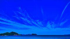 紺碧の空に 巻雲 (萩市 日本海)
