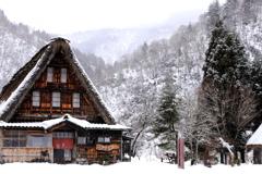 雪降る菅沼集落