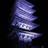 闇に浮かぶ塔